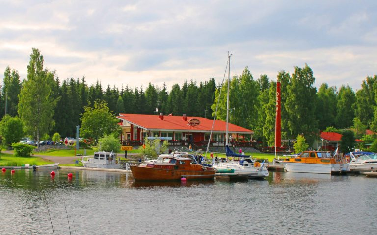 Restaurant Ruukinranta is specialized in local game and fish
