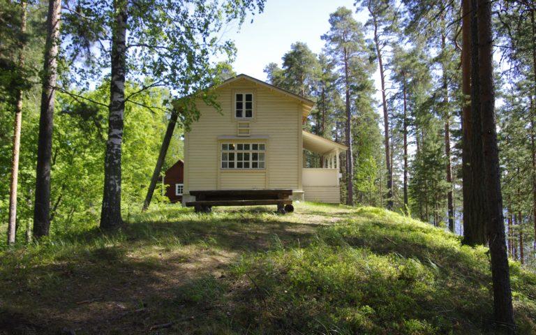 Palovartijan talo, lammaspaimentila ja vuokratupa Punkaharjun luonnonsuojelualueella