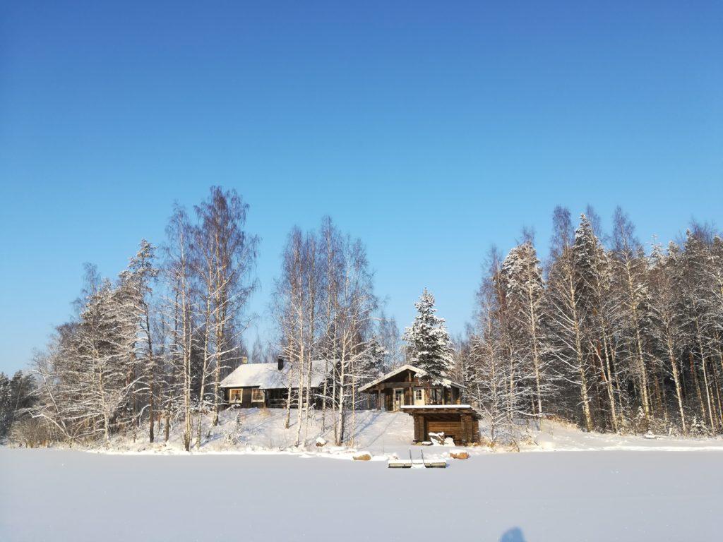 talven mökkiloma Saimaan rannalla lomalehto
