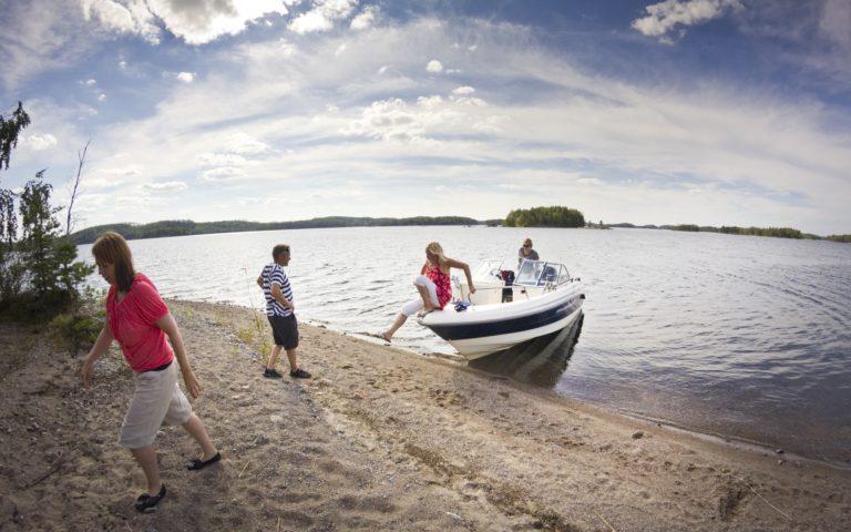 Naaranlahdesta Puruveden saarille uimaan, kalaan, saunomaan