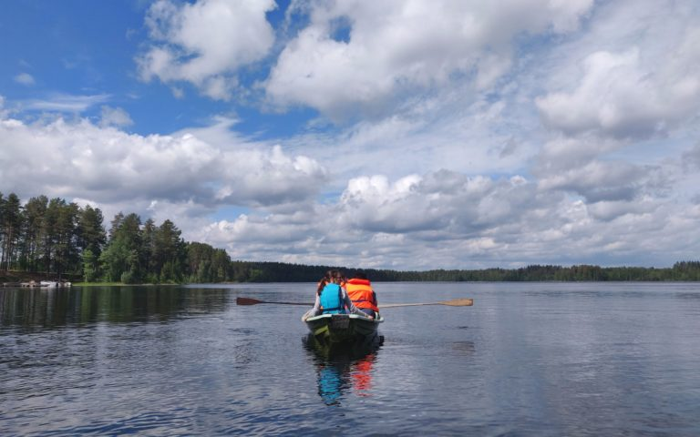 Rent a rowing boat to Hytermä islands