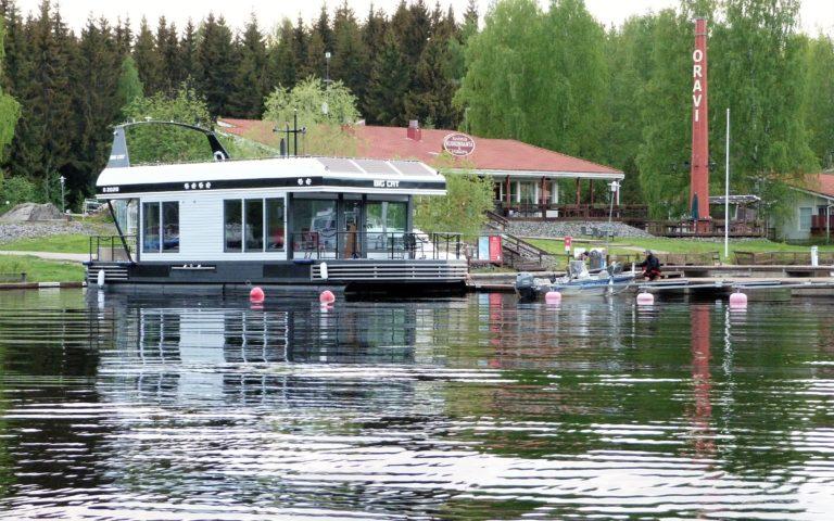 Houseboat in Oravi – floating luxury villa
