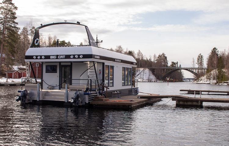 Houseboat Villa