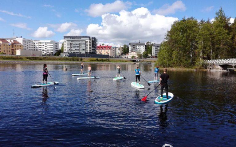 SUP-laudat, kanootit ja kajakit Savonlinnan keskustasta ja uutena huippu sähköpotkulaudat.